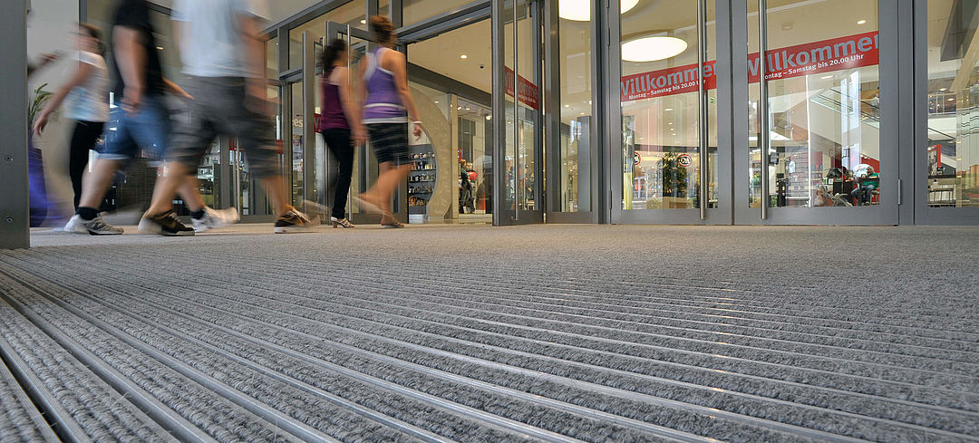 Dirt-collection solutions for the entrance areas of shopping centres