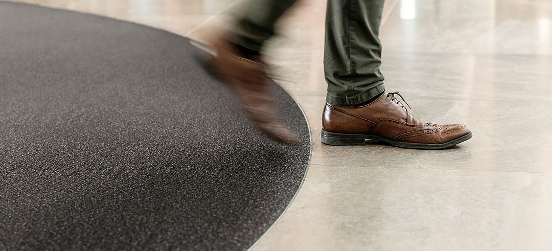 Entrance mats with seamless transition to floor covering
