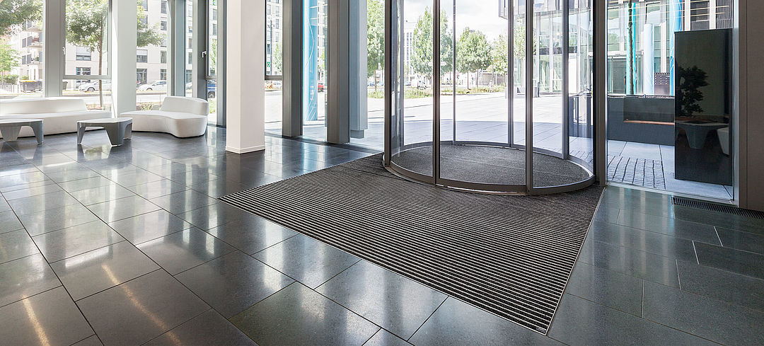 Clean-off carpets in the entrance areas of offices and workplaces