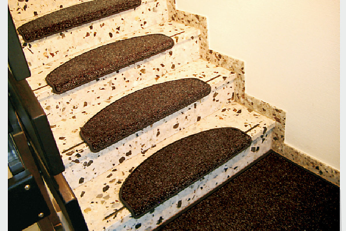 Clean-off system High-quality version with merrow border CONFORM STAIR MATS